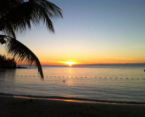 coucher du soleil a pereybere plage